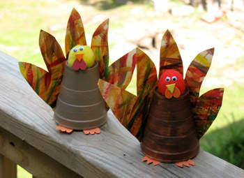Thanksgiving Crafts for Kids Paper cup turkeys